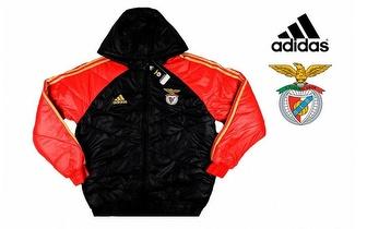 Casaco Adidas Benfica Acolchoado com Carapuço por 32,90€! Entrega em todo o País!