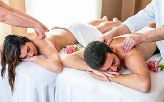 Massagem Casal + Morangos + Espumante por 25€ em Arroios!