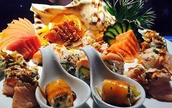 Sushi de Fusão para 2 Pessoas: Combinado de 40 Peças + 2 Cafés por 29€ ao Jantar no Estoril!
