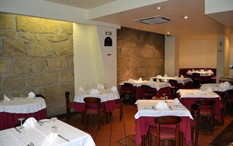 Jantar para Grupos com Bebida à discrição por 13,50€/pessoa na Baixa do Porto!
