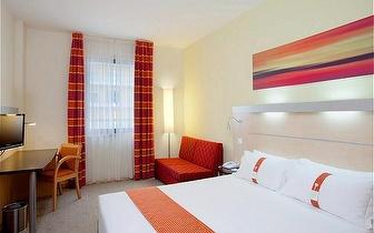 1 Noite para 2 no Holiday Inn Express + Passeio de barco + Autocarro Turístico por 79€ no Porto!