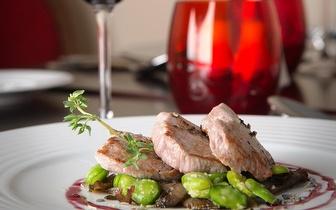 Oferta de uma Garrafa de Vinho ao Almoço no Restaurante Inevitável do Vila Galé Collection Palácio dos Arcos!