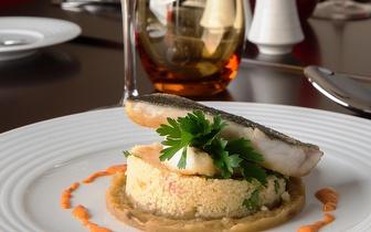 Oferta de uma Garrafa de Vinho ao Jantar no Restaurante Inevitável do Vila Galé Collection Palácio dos Arcos!