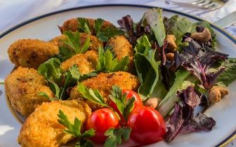 Noite de Fados: Menu para 2 com Jantar + Bebidas à discrição por 49€ perto da Infante Santo!