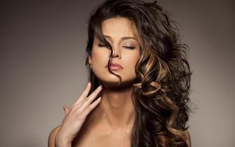 Madeixas + Brushing para todos os tipos de cabelos por 42€ em Sete Rios!