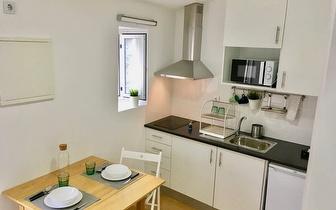 2 Noites no Apartamento Ilha da Ribeira para 2 Pessoas + Garrafa de Vinho por 64€ no Porto!