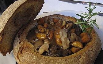 Oferta de Taça de Espumante num Jantar de requinte em Linhares da Beira!