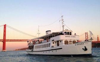 Lisbon Booze Cruise Boat Parties: Aos Sábados Festa em Barco com DJ's por 15€/Pessoa no Rio Tejo!