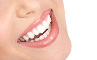 Limpeza Dentária com Jato Bicarbonato e Check Up! Apenas 14€!