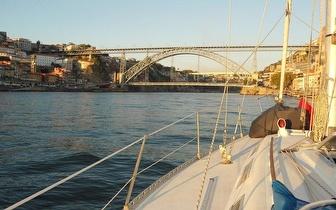 Passeio a 2 no Rio Douro + sushi ou tapas variados + flut de champagne!