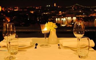 Jante com uma vista soberba sobre Lisboa e com 20% desconto em fatura, na Graça!
