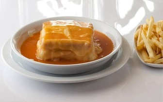 Venha provar a melhor francesinha do mundo® no Porto! Menu 2 Francesinhas + Batatas, apenas 9.90€!