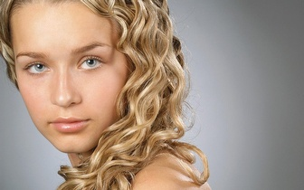 Coloração + Corte + Secagem + Shampoo de Tratamento + Hidratação, para cabelos médios/longos, por apenas 25€!