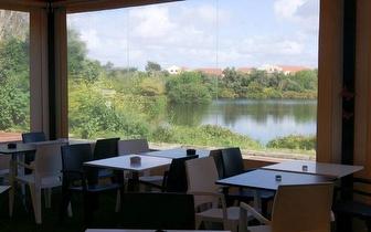 Naco na Pedra com Acompanhamentos + Bebidas + Cafés para 2 pessoas por 23,50€ na Beloura!