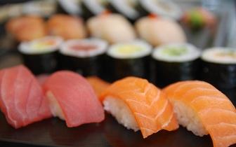 Take-away de Sushi ou Comida Chinesa: Cada Caixa por apenas 4,50€ em Sete Rios ao Jantar!