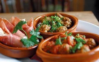Degustação de Tapas à Beira-Mar para 2 Pessoas por 9€ em Caxias!