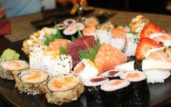 Jantar de Sushi de Fusão para 2 Pessoas: 40 Peças + Cafés por 19€, em Mem Martins!