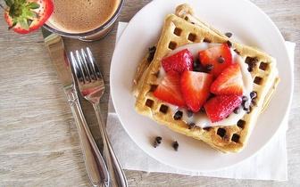 Waffles com Gelado e Chantilly + Bebidas + Cafés para 2 pessoas por 7,50€ junto a Sete Rios!