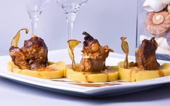 Menu de Naco de Porco Preto com Ameijoas ao Jantar para 2 à Beira Mar por 19€ em Sesimbra!