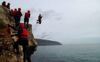 Divirta-se com os seus Amigos na Arrábida: Coasteering por apenas 29€!